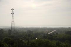 Telekommunikation Pole mit Vogelperspektive von Thale Noi Waterfowl R lizenzfreies stockbild