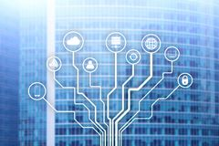 Telekommunikation und IOT-Konzept auf unscharfem Geschäftszentrumhintergrund Lizenzfreie Stockbilder