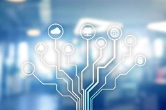 Telekommunikation und IOT-Konzept auf unscharfem Geschäftszentrumhintergrund stockbild
