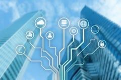 Telekommunikation und IOT-Konzept auf unscharfem Geschäftszentrumhintergrund lizenzfreies stockbild