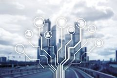 Telekommunikation und IOT-Konzept auf unscharfem Geschäftszentrumhintergrund stockfotografie