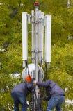 Telekommunikation & x28; GSM& x29; tornarbetare Fotografering för Bildbyråer