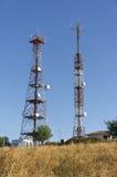 Telekommunikationar står hög royaltyfri bild
