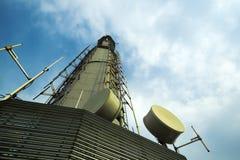 Telekommunikationar står hög det xian porslinet royaltyfria bilder