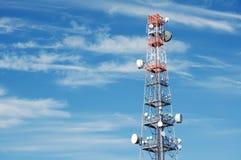 Telekommunikationen står hög Royaltyfri Fotografi
