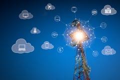 Telekommunikationer på molnet servar begrepp arkivfoton