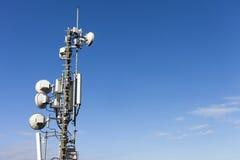 Telekommunikationmast med antenner Fotografering för Bildbyråer