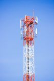 Telekommunikationradioantenn och satellit- torn Arkivbilder