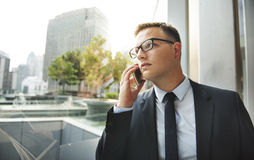Telekommunikations-Geschäftsmann Talking Phone Concept Lizenzfreie Stockbilder