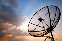 Telekommunikations-Satellitenschüssel Stockbild