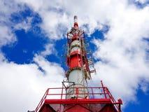Telekommunikationsantenne auf dem Berg von La Rhune in den atlantischen Pyren?en Grenze zwischen Spanien und Frankreich lizenzfreie stockfotos