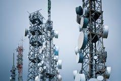 Telekommunikationskontrolltürme Lizenzfreies Stockfoto
