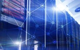 Telekommunikationskonzept mit abstraktem Netzstruktur- und -serverraum Lizenzfreies Stockfoto
