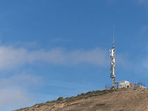 Telekommunikationsmast-Gebirgsspitze Lizenzfreies Stockfoto