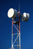 Telekommunikationsrelaiskontrollturm Lizenzfreie Stockfotos