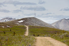 Telekommunikationsturm-Gebirgsspitze BC Kanada Stockfotos