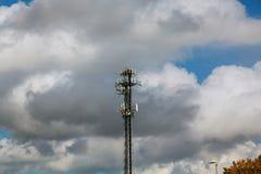 Telekommunikationtorn i solnedgångljus Fotografering för Bildbyråer