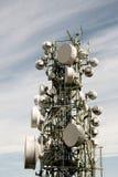 Telekommunikationtorn med antenner Royaltyfria Foton