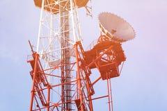 Telekommunikationtorn med klar blå himmel Royaltyfria Foton