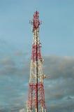 Telekommunikationtorn med mobiltelefonantennsystemet Arkivbild
