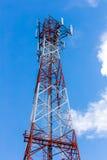 Telekommunikationtorn och antenn Arkivbild