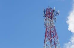Telekommunikationtorn och antenn Royaltyfria Foton