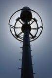 Telekommunikationtorn på panelljuset  Arkivfoton