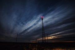 Telekomunikacj wierza przy nocą Zdjęcie Stock