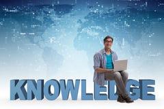 telelearning概念的年轻人与膝上型计算机和书 库存照片