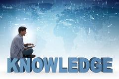 telelearning概念的年轻人与膝上型计算机和书 免版税图库摄影