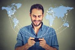 Telemóvel moderno da tecnologia de comunicação Pessoa que guarda o smartphone Foto de Stock