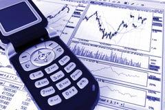 Telemóvel sobre relatórios dos lucros Foto de Stock Royalty Free