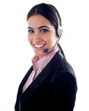Telemarketer fêmea com auriculares Fotos de Stock Royalty Free