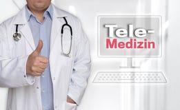Telemedizin en concepto alemán y doctor de la telemedicina con thu Fotos de archivo libres de regalías