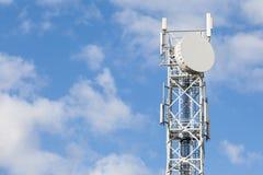 电信收音机、电视和telep的天线塔 免版税库存图片