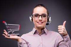 telesales电话购货法概念的年轻销售操作员 免版税库存照片