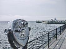 Telescópio da opinião do mar Fotos de Stock Royalty Free