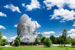 Telescópio de rádio branco grande RTF-32 Fotos de Stock