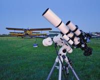 Telescópio em um aeródromo Fotos de Stock