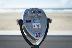 Telescópio na praia do oceano em San Francisco fotos de stock royalty free