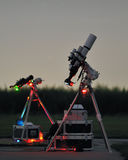 Telescópio sob o céu nocturno 3 Imagem de Stock