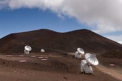 Telescópios de rádio, Mauna Kea, console grande, Havaí Imagem de Stock