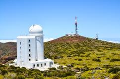 Telescópios do obervatório astronômico de Teide foto de stock