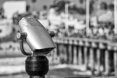Telescoop met pijler op achtergrond Royalty-vrije Stock Afbeeldingen