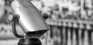 Telescoop met pijler op achtergrond Royalty-vrije Stock Foto's