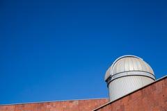 Telescoop op een blauwe hemel Stock Foto