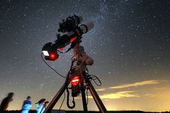 Telescope under the night sky Royalty Free Stock Images
