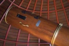 Telescopio antiguo de madera imagen de archivo libre de regalías