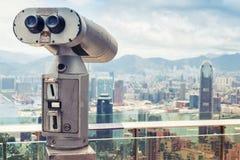 Telescopio binoculare pagato, città di Hong Kong Immagine Stock