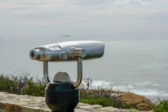 Telescopio binoculare pagato sulla punta del punto Loma Peninsula a San Diego, California, U.S.A. fotografia stock